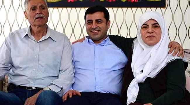 Selahattin Demirtaş'ın anne ve babasının da bulunduğu araç kaza yaptı