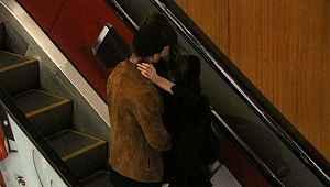 Survivor Murat, merdivenlerde öpüşürken görüntülendi