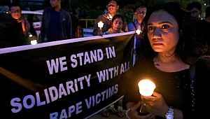 Tecavüzcüsü tarafından yakılan kadın yaşam mücadelesini kaybetti