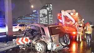 TEM'de korkunç kaza! Bariyere ok gibi saplanan otomobilden sağ çıktılar!