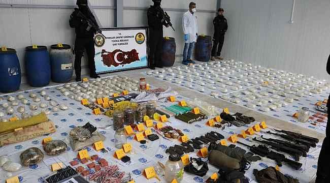 Teröristlere ait cephanelik ele geçirildi: 22 gözaltı