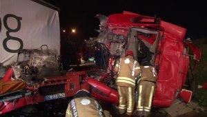 Tır kamyona çarptı: 1 ölü, 1 yaralı