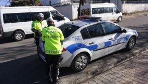 Trafik polisi, eşine ceza kesti