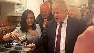 Türk şarkıcı, Boris Johnson'ı evinde ağırlayıp kahve ikram etti