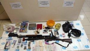 Uyuşturucu ticareti yapan 2 zanlıya tutuklama
