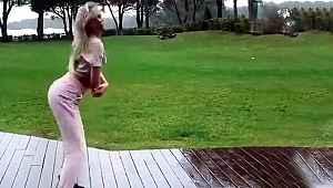 Yağmur altında kalça dansı yapan Aleyna Tilki'ye yorum yağdı!
