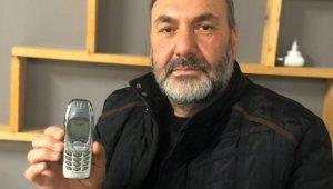18 yıldır bu tuşlu cep telefonunu kullanıyor - Bursa Haberleri