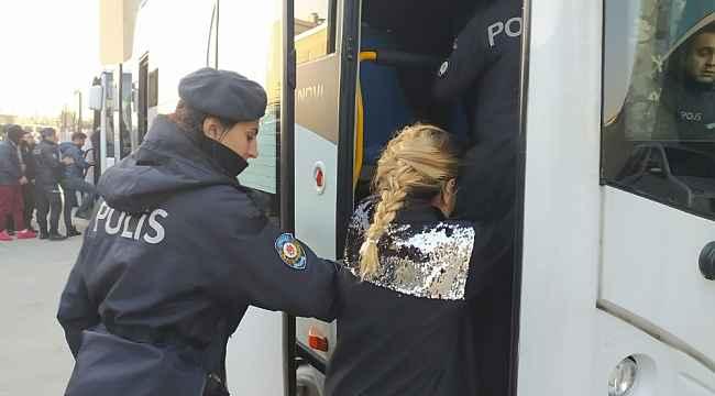 700 polisle şafak operasyonunda kapılar koç başlarıyla kırıldı - Bursa Haberleri