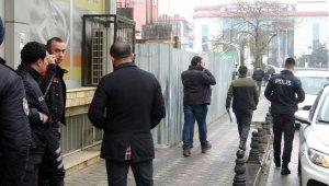 Bankadan çıkan kişiyi takip edip 120 bin lirasını gasp ettiler
