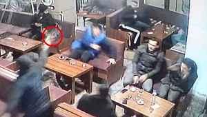 Bursa'da film gibi olay! Çayevini silahla basıp oturanlara kurşun yağdırdı!