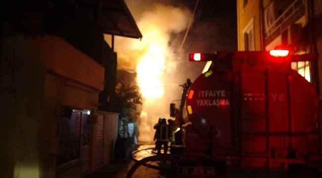Bursa'da gece alevlere teslim oldu! 2 katlı evde yangın!