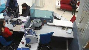 Bursa'daki banka soygun anı... Nefes kesen takip ve polisin müthiş operasyonuyla yakalandı - Bursa Haberleri