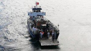 Büyükada'da faytonlardan oluşan tonlarca çöp gemiye yüklenip İstanbul'a taşındı