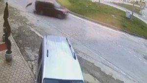 Çarpışan otomobil pisti gibi kavşak - Bursa Haberleri