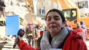 CNN muhabiri Elazığ'da deprem bölgesinde ki kurtarma çalışmalarını anlatırken göz yaşlarına boğuldu!