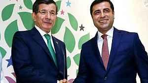 Davutoğlu, Demirtaş ile yaptığı telefon görüşmesini 5 yıl sonra açıkladı
