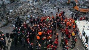 Deprem bölgesinden duygulandıran manzara... Sarılıp helalleştiler