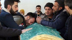 Depremde hayatını kaybeden 5 kişilik aile göz yaşlarıyla son yolculuğuna uğurlandı