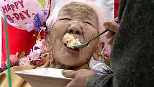 Dünyanın en yaşlı kadını, 117. doğum gününü kutladı... Hala turp gibi