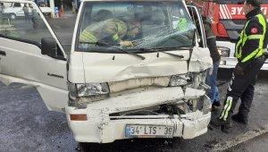 El freni çekilmeyen minibüs zincirleme kazaya yol açtı
