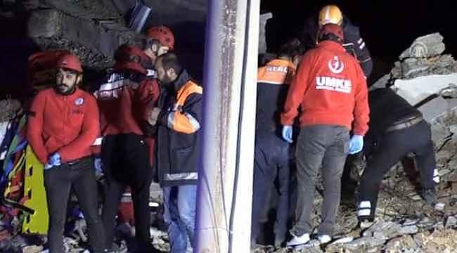 Elazığ'daki depremde 6 katlı bina çöktü! Enkaz altında kalan var!