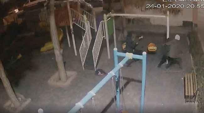 Elazığ kent merkezinde deprem anı güvenlik kameralarınca böyle görüntülendi