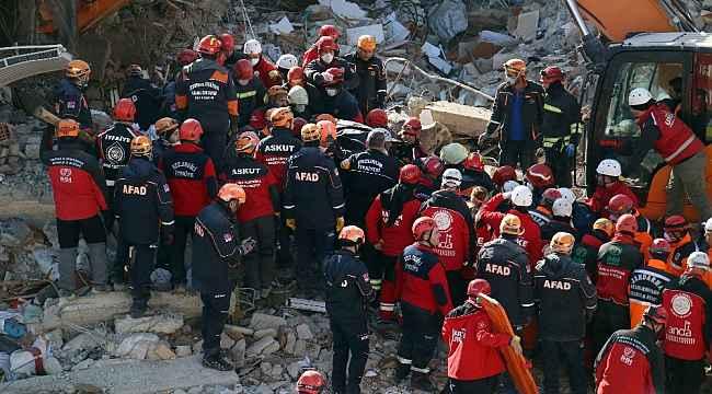 Elazığ'da bir kişinin daha cansız bedenine ulaşıldı
