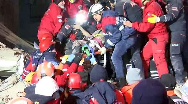 Elazığ'da deprem bölgesinden enkaz altında kalan 2 kadın sağ çıkarıldı