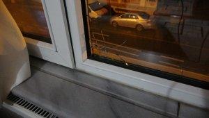 Evin penceresine kurşun isabet etti, küçük çocuk saniyelerle ölümden döndü