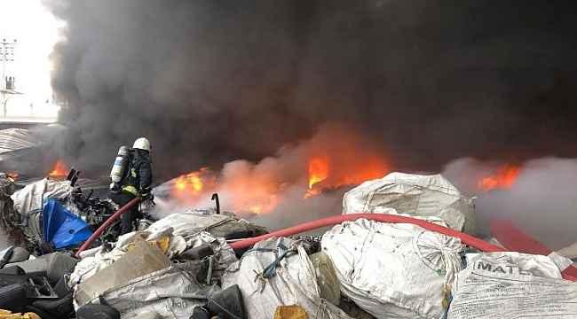 Geri dönüşüm deposundaki yangın kontrol altına alındı - Bursa Haberleri