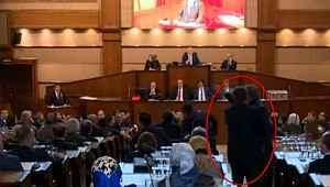 İBB Meclisi'nde gergin anlar... Birbirlerinin üzerlerine yürüdüler