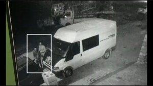 İş yerinin önündeki minibüsü böyle soydular - Bursa Haberleri