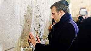 İsrail'e giden Macron, Ağlama Duvarı'nda poz verdi