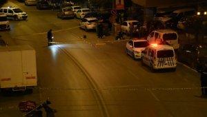 İzmir'de silahlı saldırının ortasında kalan 2 kişi öldü