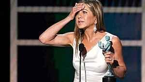 Jennifer Aniston ödül töreninde yürek hoplattı