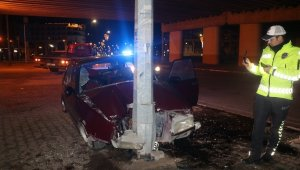 Kaza yapan şoför ve yolcular arabayı bırakıp kaçtılar!