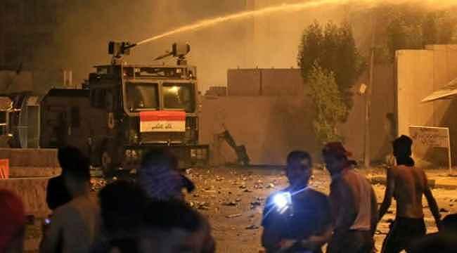 Komşuda tehlikeli gerginlik... Güvenlik güçleriyle protestocular arasında çatışma çıktı