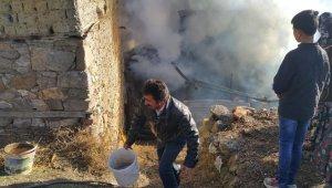 Köyde çıkan yangına kadınlar kovalarla su taşıyarak müdahale etti - Bursa Haberleri