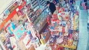 Manisa'daki deprem güvenlik kameralarına yansıdı