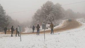 Meraklı vatandaşlar kar görmeye gittiler! Mahsur kaldılar