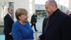 """Merkel: """"Türkiye milyonlarca Suriyeli mülteciye sığınma imkanı sağlıyor. Teşekkür ve takdir ediyoruz"""""""