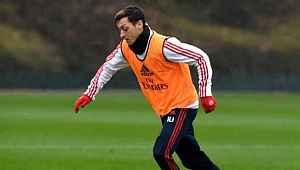 Mesut Özil, performansıyla İngiltere'de gündem oldu