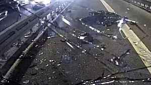Metrobüs, motosiklete çarptı! Akıl almaz kazada dehşete düşüren görüntü