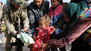 """MSB:"""" Tel Abyad'da 2-10 yaş arası çocuklara kıyafet yardımı yapıldı."""""""