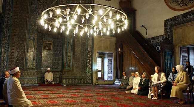 Ortaylı'nın, Kraliçe'nin Yeşil Cami ziyaretindeki Kur'an tilaveti eleştirisine Prof. Ay'dan cevap - Bursa Haberleri