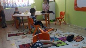 Sandalyeye iple bağlanan çocukların babası konuştu