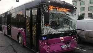 Son dakika: Hızını ayarlayamayan otobüs durakta bekleyen başka bir otobüse arkadan çarptı. Kazada ilk belirlemelere göre aralarında çocukların da olduğu 7 kişi yaralandı