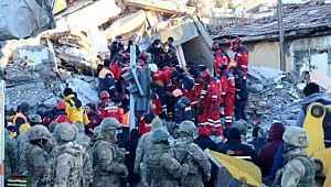 Süleyman Soylu , Elazığ depreminde ki son durumu açıkladı: Hayatını kaybedenlerin sayısı yükseliyor! Çok sayıda kişi kurtarıldı!
