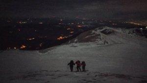 Uludağ'da -7 derece soğuğa rağmen gece yürüyüşü yaptılar - Bursa Haberleri