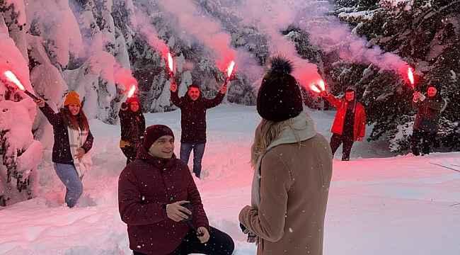 Uludağ'da karlar altında meşaleli muhteşem evlilik teklifi - Bursa Haberleri